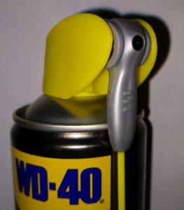 """Der """"Smart Straw"""" Sprühkopf des WD-40 Specialist Silikonspray sorgt für eine einfache, sichere und gezielte Anwendung auch an schwer zugänglichen Stellen"""